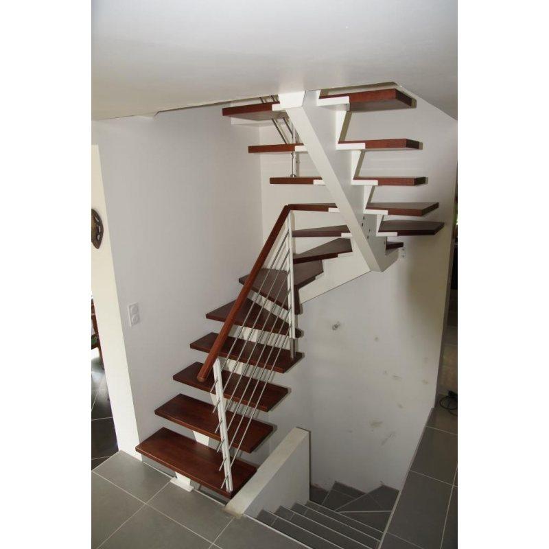 escalier deux quart tournant limon central metal. Black Bedroom Furniture Sets. Home Design Ideas