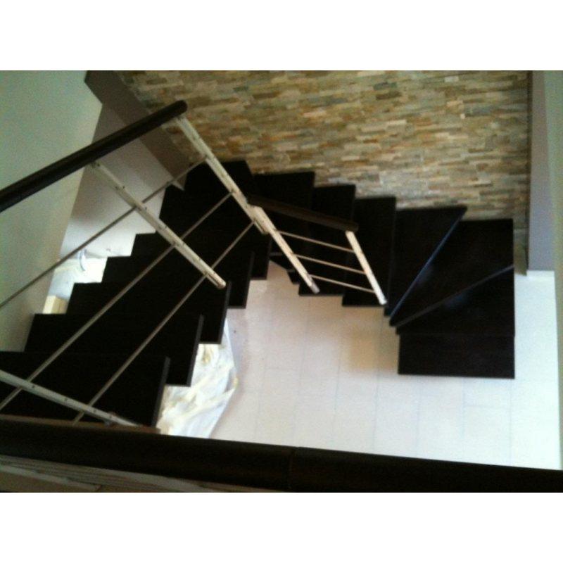 escalier quart tournant limon central en metal. Black Bedroom Furniture Sets. Home Design Ideas