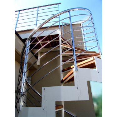escalier métallique extérieur en colimaçon