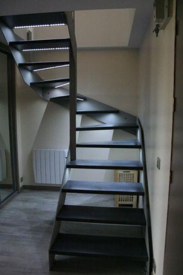 escalier limon métal marche éclairées par led