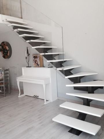 escalier métal verre