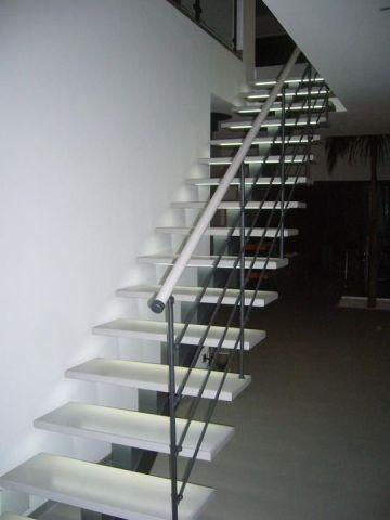 escalier avec éclairage sous marches